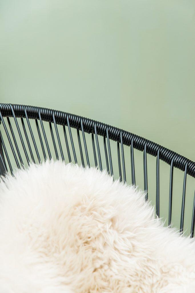 fauteuil-scoubidou-plaid-poil-douillet